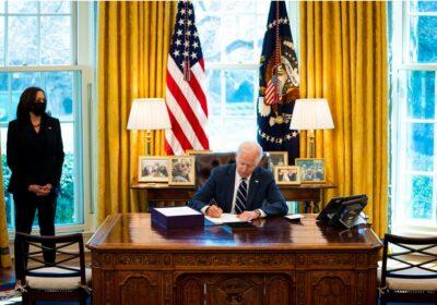 رسمياً: جو بايدن يُقر حزمة التحفيز الأمريكية